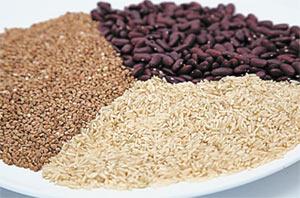 Бобовые и орехи богаты белком
